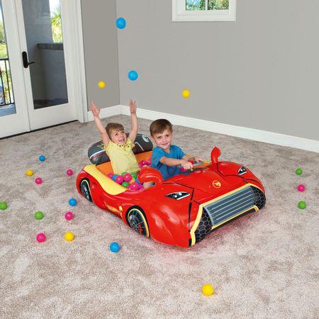 Carro inflable Hot Wheels con 25 pelotas
