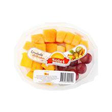 ensalada-de-frutas-solei-melon-uva-y-papaya-bandeja-300g