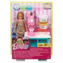 barbie-cocina-y-crea-estacion-de-postres-de-stacie